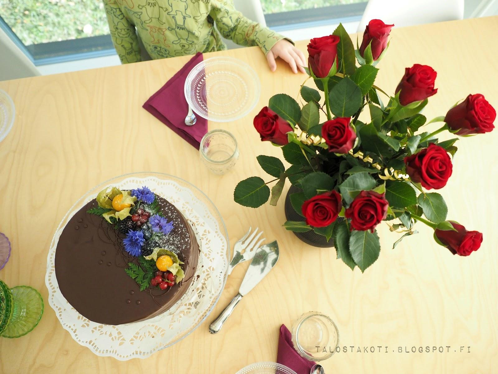 kakku, syntymäpäivät, keittiön pöytä