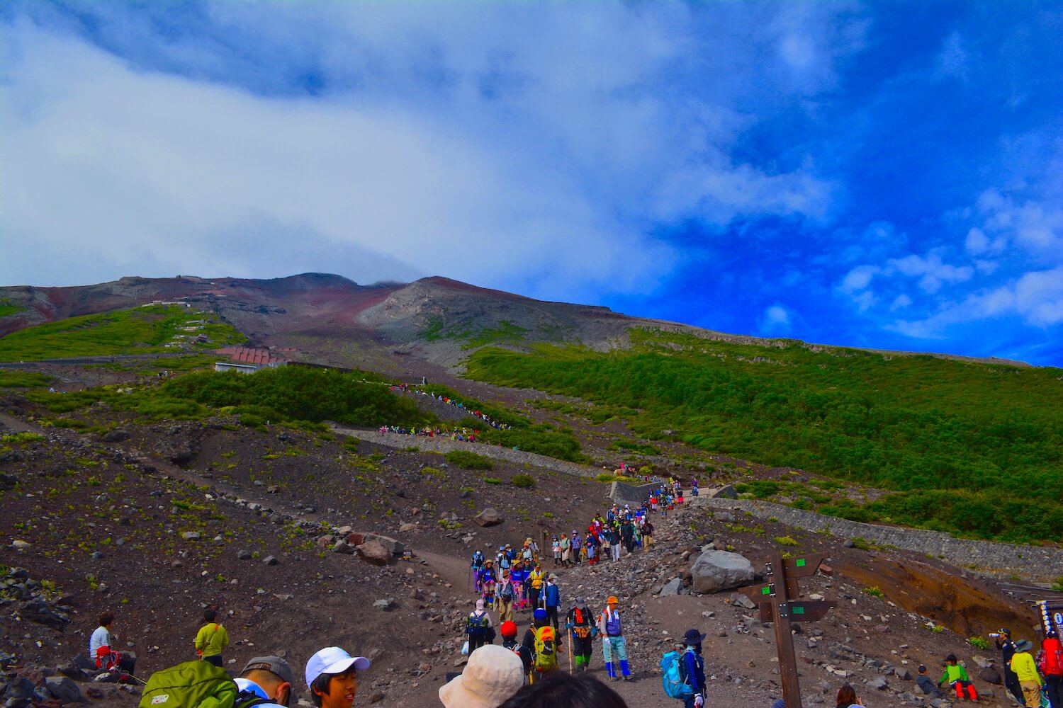 long line of people climbing mt fuji