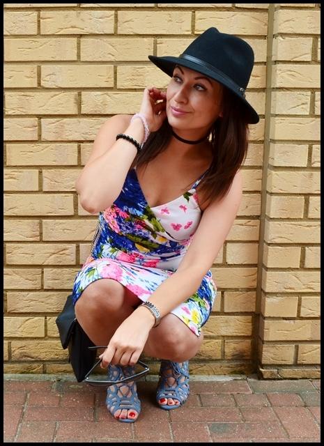 #phenomenalus #phenomenaluschallenge, Adriana Style Blog, blog modowy Puławy, Dress to Impress, Fashion, Flowery Dress, moda, Motyw kwiatowy, Outfit, Sukienka, Sandały, Lato, Summer, Sandals, Hat