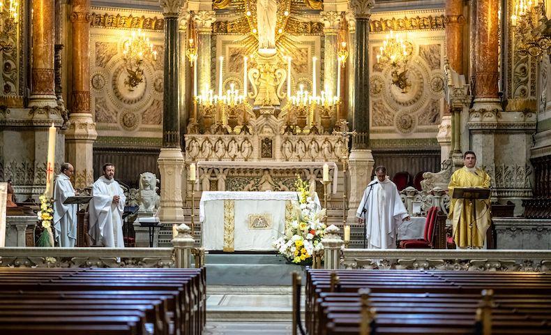 «Nécessité vitale pour les catholiques»  : l'offensive médiatique de l'Eglise contre le confinement des messes