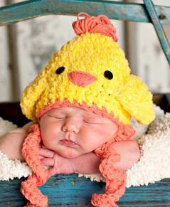 http://translate.google.es/translate?hl=es&sl=en&tl=es&u=http%3A%2F%2Fwww.jennyandteddy.com%2F2014%2F03%2Feaster-chicken-crochet-hat-free-pattern%2F