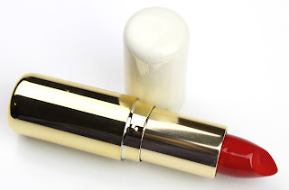 H&M Cream Lipstick in Classic Cardinal review swatch swatches