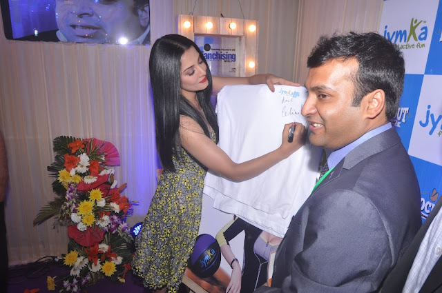 Celina Jaitley signing t shirt for her followers at Franschise India Show, Delhi