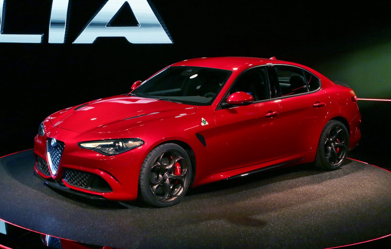 alfa romeo giulia quadrifoglio 2016 alfa romeo autopareri. Black Bedroom Furniture Sets. Home Design Ideas