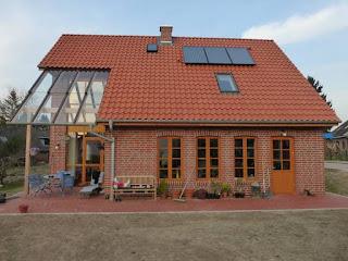 einfamilienhaus mit überdachter terrasse