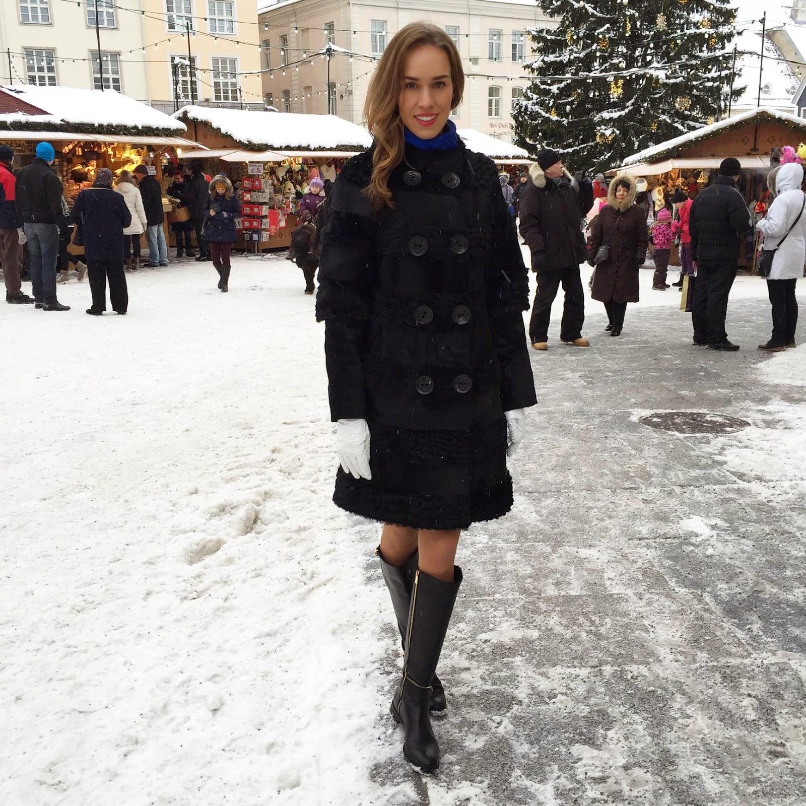 black-fur-coat-snow-christmas-market-tallinn