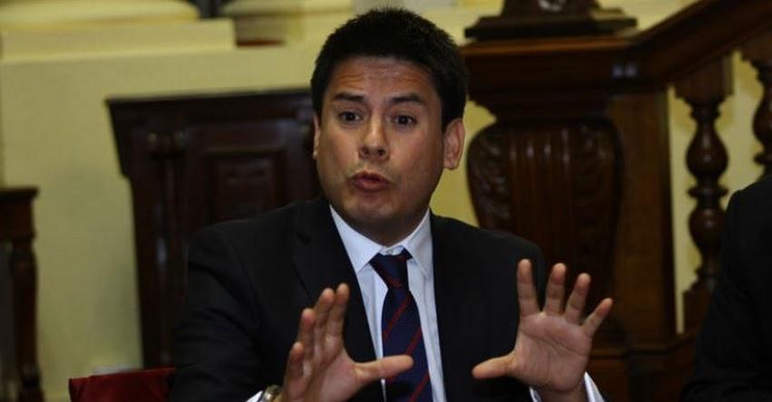 HUELGA MAGISTERIAL: Congresista Fujimorista le dice a maestros que Fuerza Popular «no tiene vela en ese entierro»