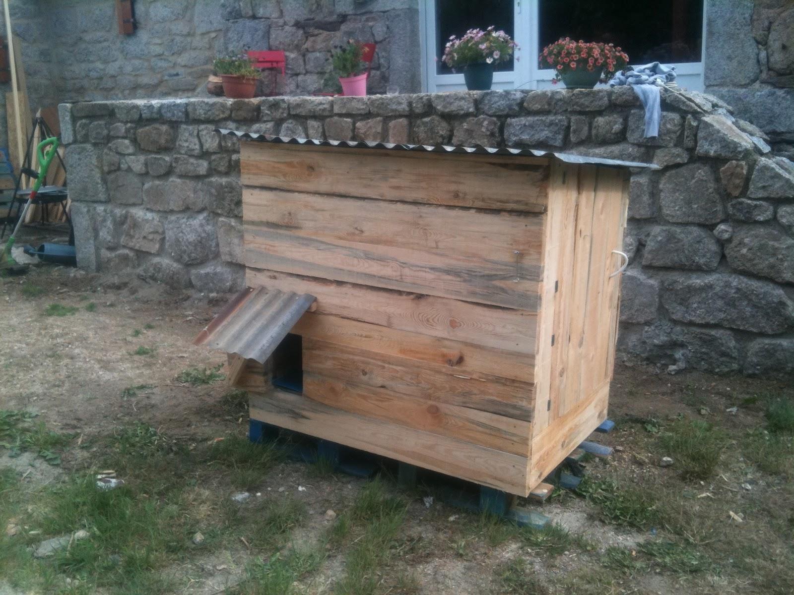 fabriquer une cabane a poule en palette. Black Bedroom Furniture Sets. Home Design Ideas