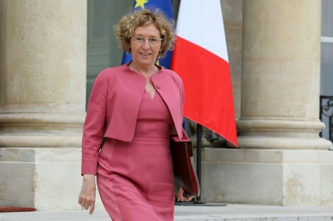 الحكومة الفرنسية تتمسك بتعديلات على قانون الشغل