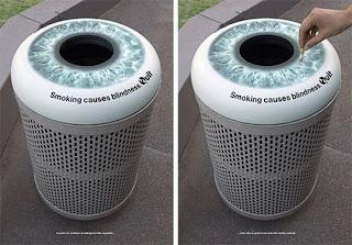 Publicidad y bote de basura