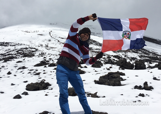 Primer dominicano en dejar su Bandera en el volcán Cotopaxi, Ecuador