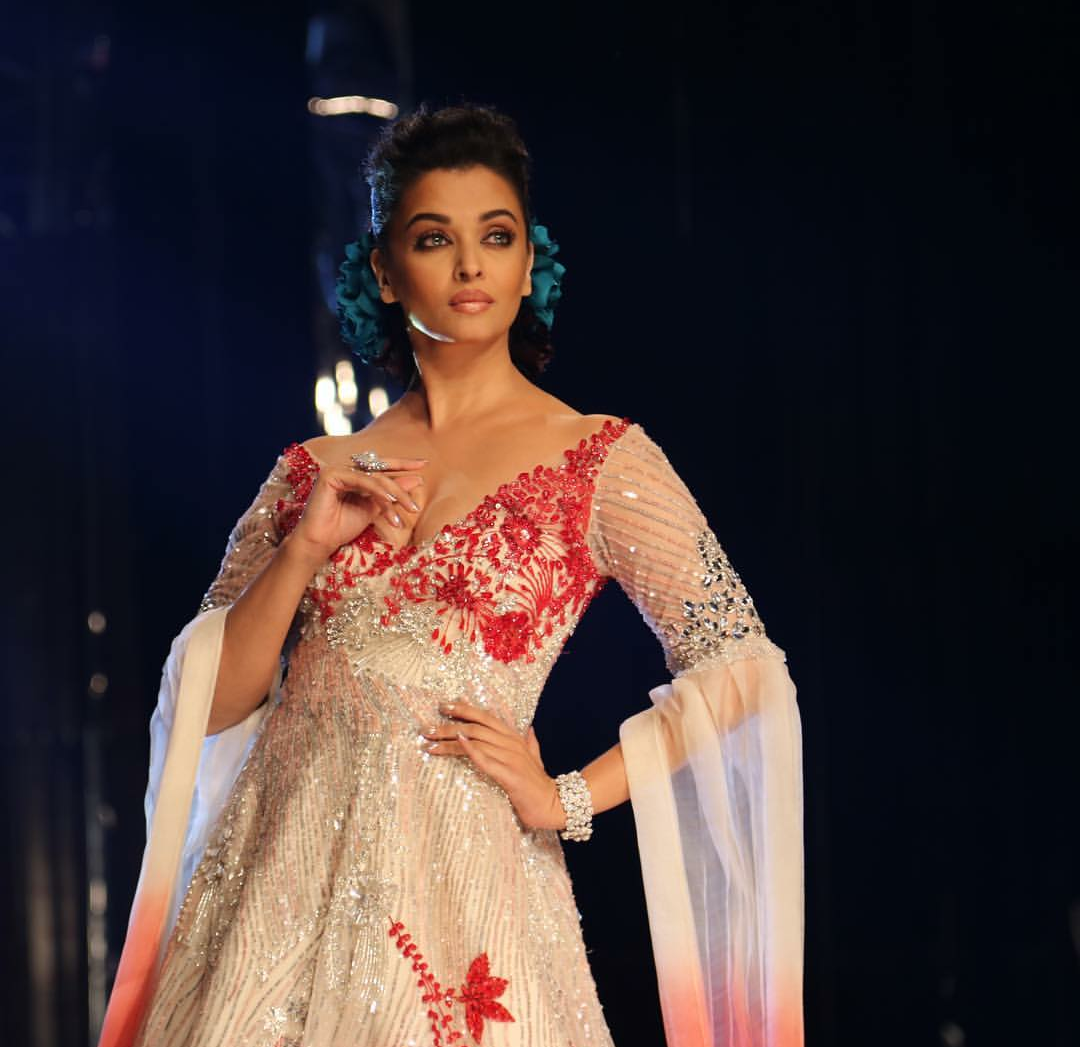 Aishwarya Rai Walks for Manish Malhotra