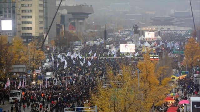Decenas de miles de surcoreanos urgen salida de Park por escándalo
