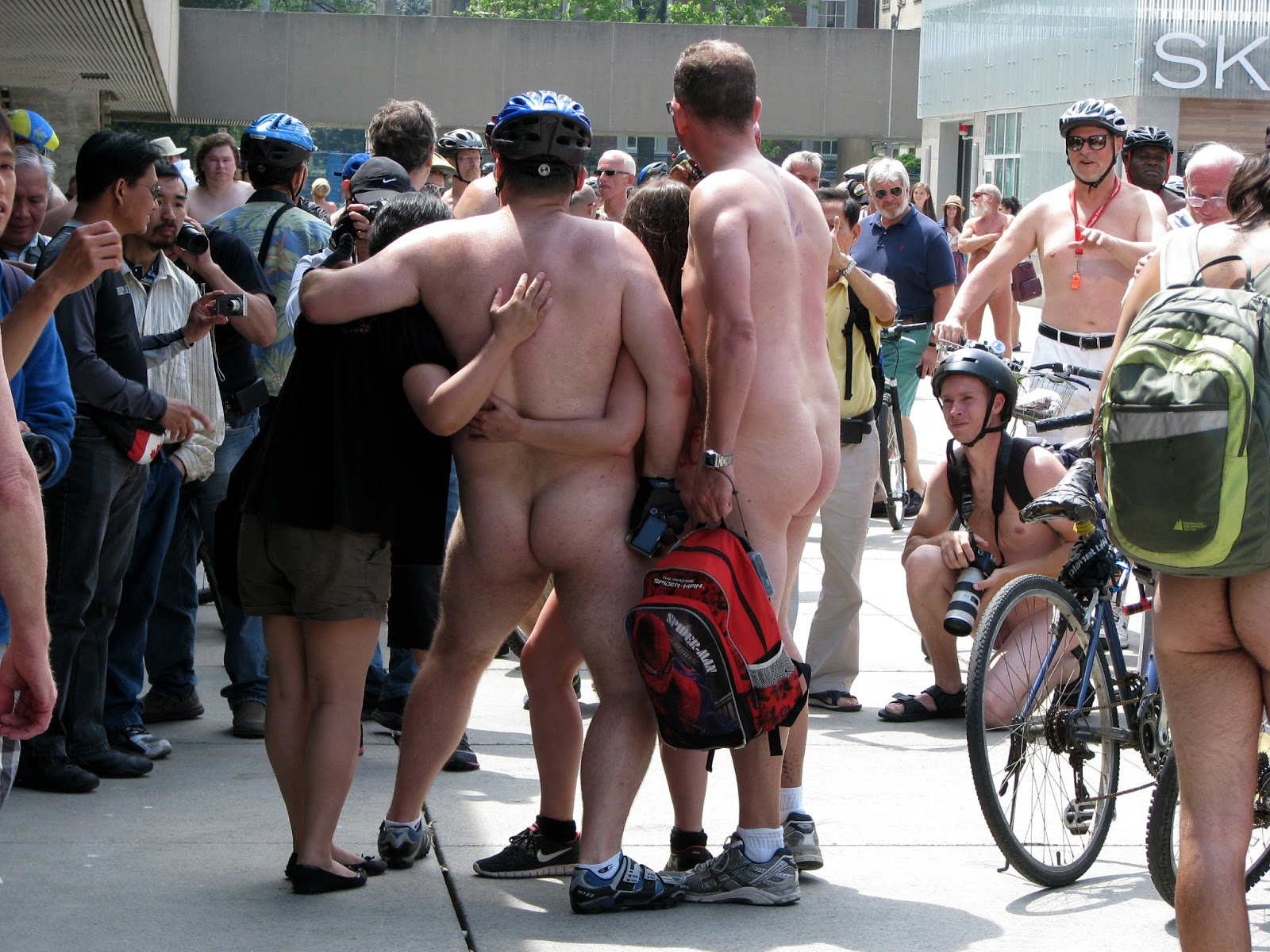 totally-naked-on-bicycle