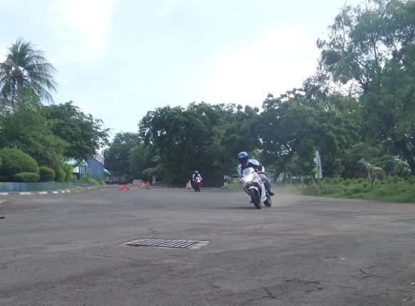 Test-Ride-Suzuki-GSXR150-oleh-perwakilan-dealer