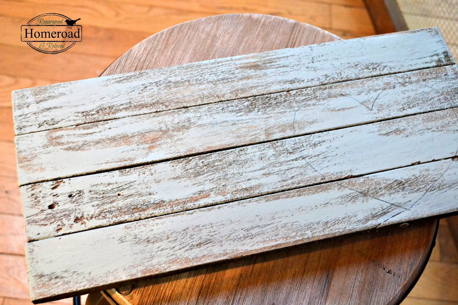 broken-bench-pallet-art www.homeroad.net