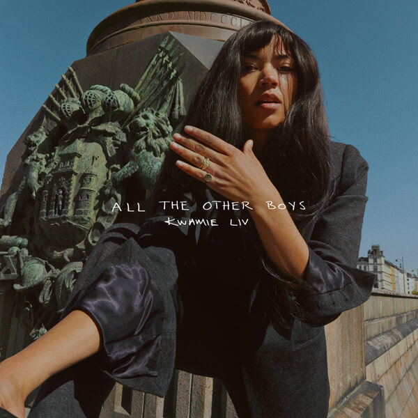 "Kwamie Liv revient avec un nouveau single ""All The Other Boys""."