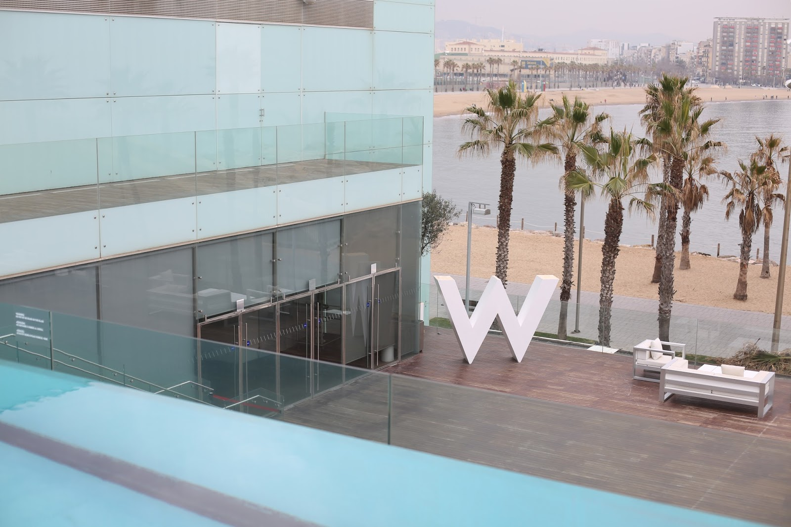 w barcelona pool area