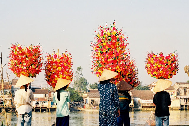 400 years-old paper flower making village in Hue