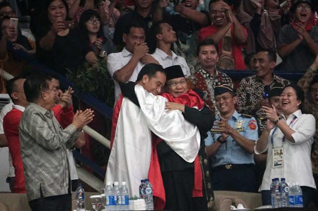 Presiden Jokowi Dan Prabowo Subianto Berpelukan Membuat Banyak Netizen Terharu