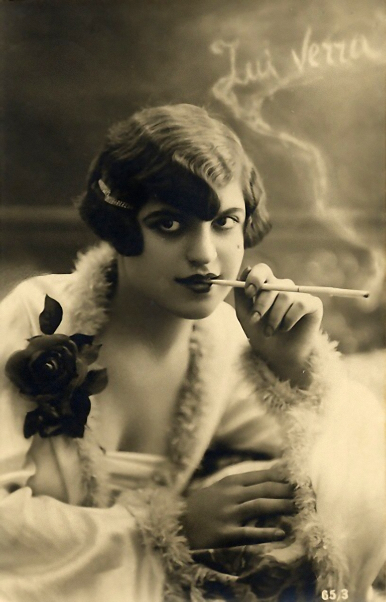 flappers 1920 smoking - photo #12