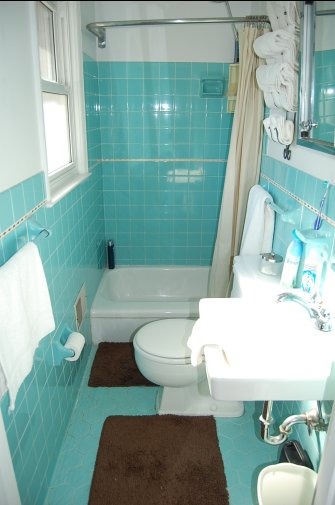 retro aqua bathroom