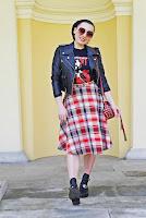 http://www.karyn.pl/2018/04/t-shirt-z-nadrukiem-i-spodnica-w-krate.html
