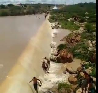 Açude começa a sangrar após enchente no Rio Taperoá; veja vídeo