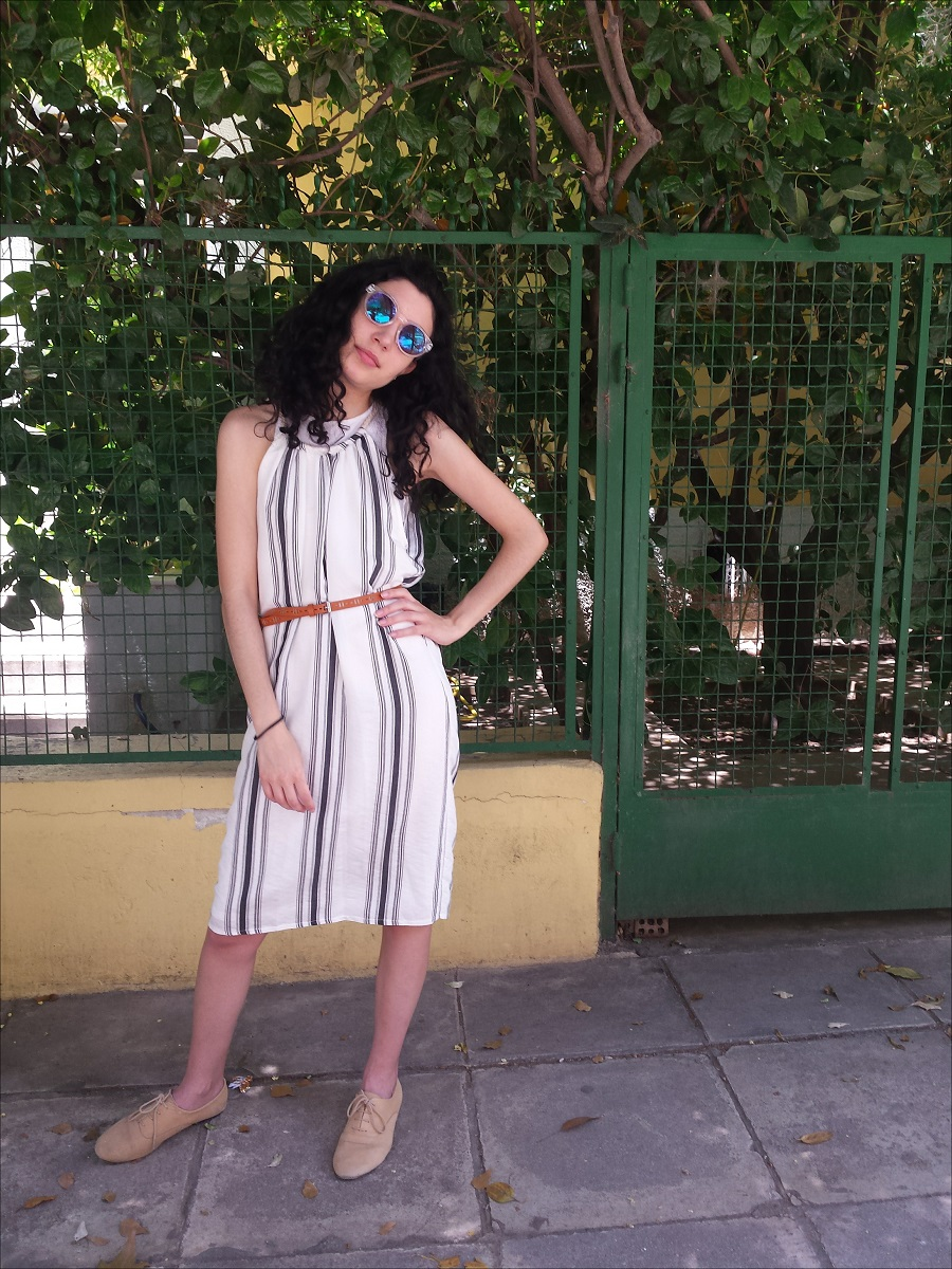 Summer Dress Season 2016: vertical stripes in neutral colours + sunnies + skiiny belt = the perfect summer outfit! www.theblushfulhippocrene.blogspot.com