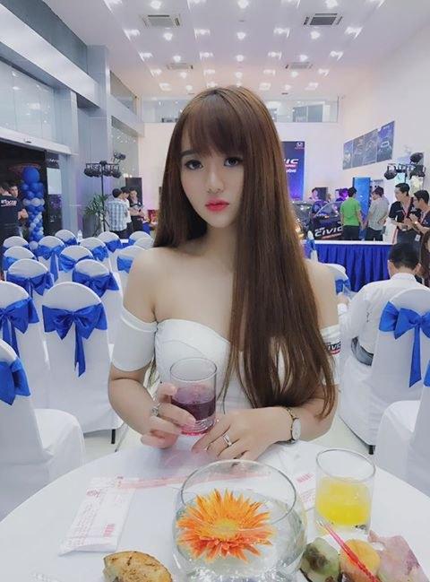 Hot girl Quỳnh Lê Mặt xinh khả ái xinh đẹp 16