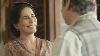 Lola (Gloria Pires) diz a Afonso (Cássio Gabus Mendes) que eles viverão muitas coisas bonitas juntas