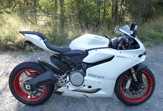 Ducati Panigale 899 — The Review, The Dirt.