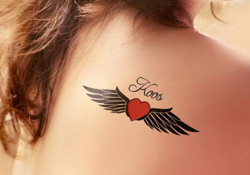 Uma Pequena E Adorável Menina Da Tatuagem