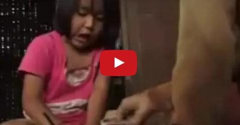 VIDEO: Perjuangan Siti, Penjual Bakso Keliling Berusia 7 Tahun Yang Membuat Haru