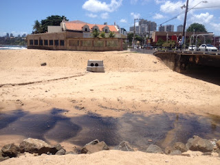 Água parada no Rio Lucaia no trecho da Rua do Canal é ameaça à saúde dos moradores