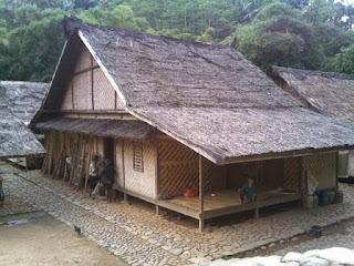 Rumah tinggal suku Baduy