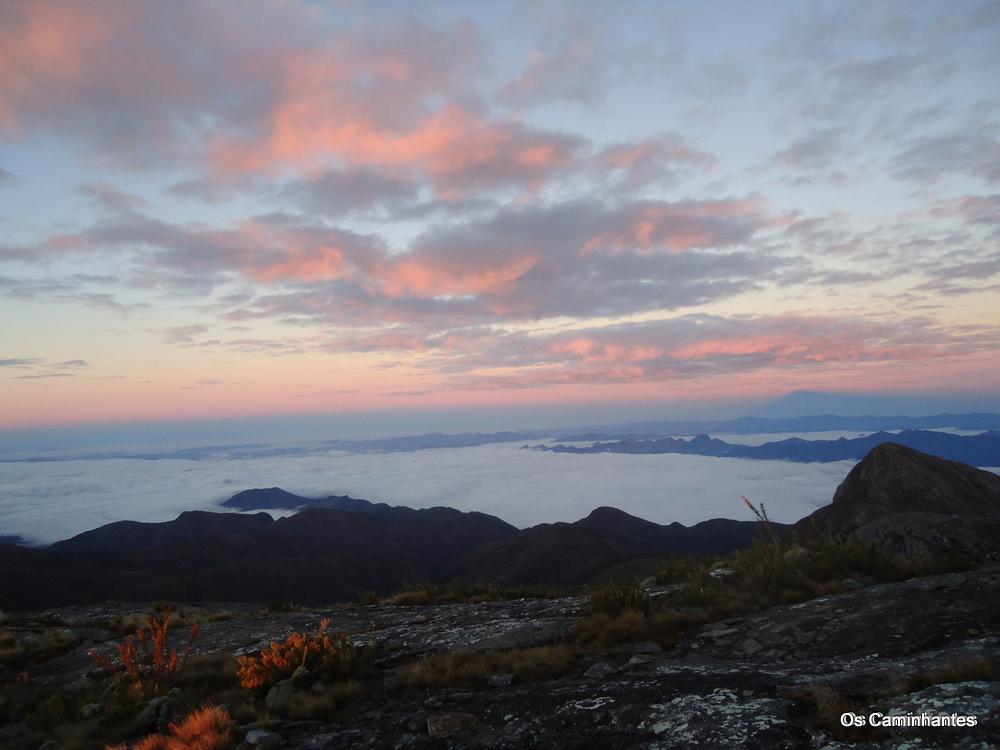 o amanhecer no Pico da Bandeira