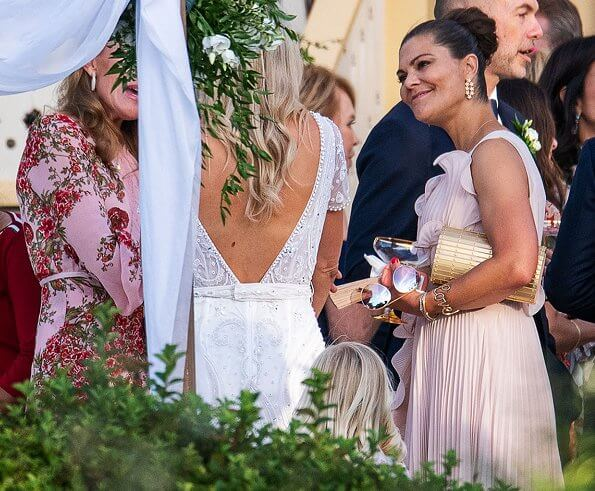 Andrea Brodin wore a wedding gown from By Malina. Princess Victoria wore a pleated dress from HM Conscious Exclusive. Elie Saab and Kreuger