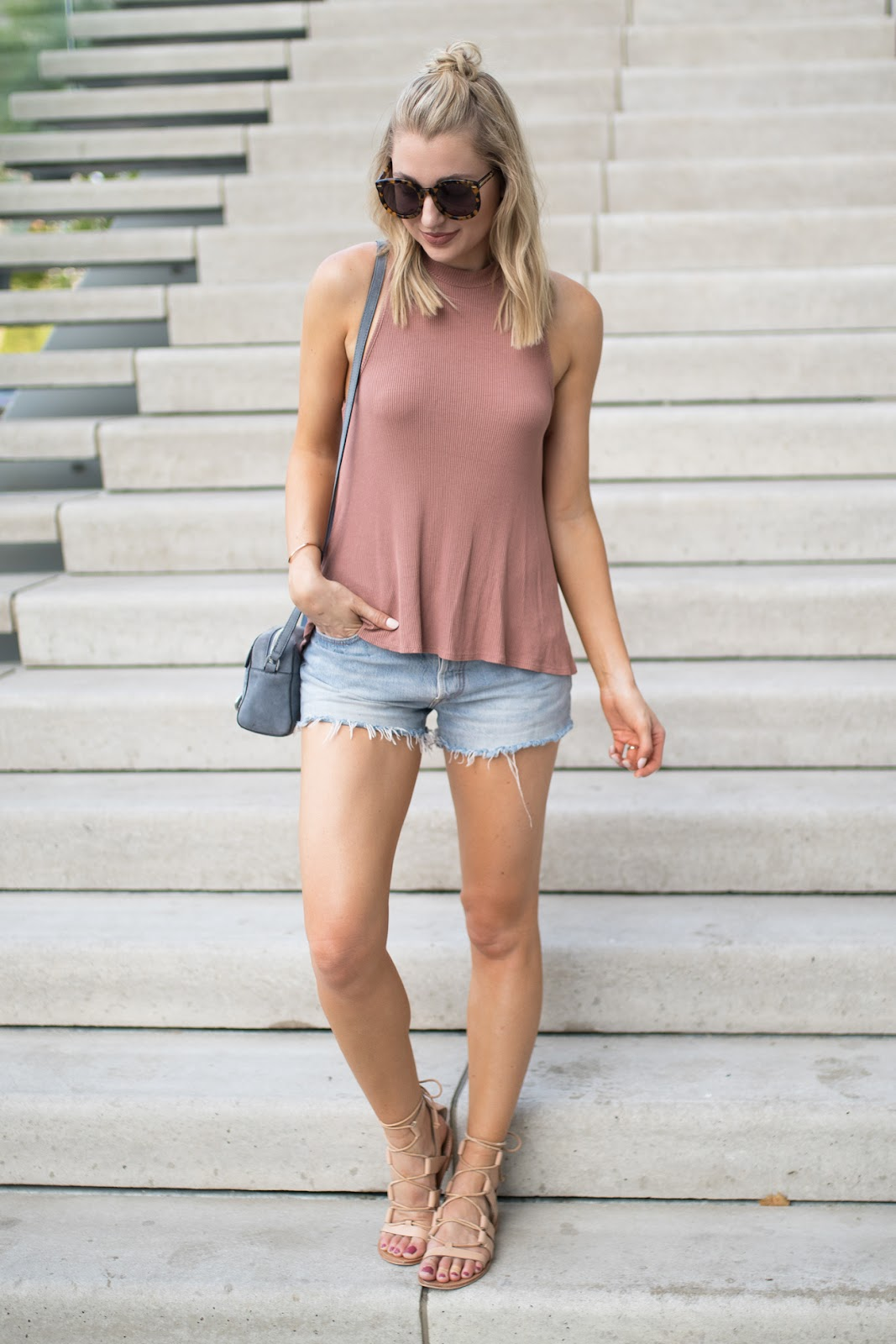 High-neck tank with cutoffs