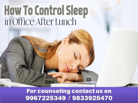 ऑफिसमध्ये दुपारी येणारी झोप टाळण्यासाठी काही हेल्दी उपाय...