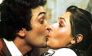 Dimple kapadia Rishi Kapoor Hot Smooching From Hindi Movie Sagar