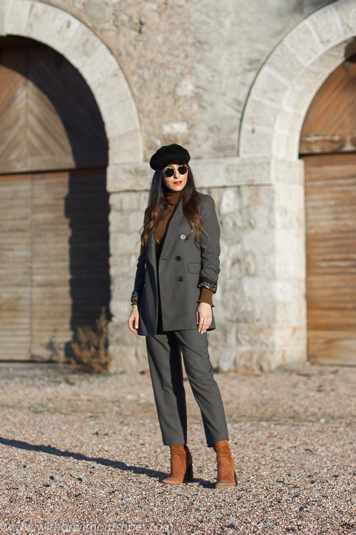 Influencer Valenciana Look urban chic estiloso casual ideas combinar traje con botines