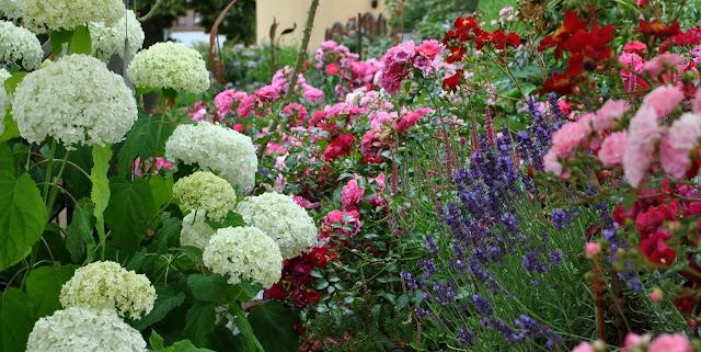 Blüten Gartendeko