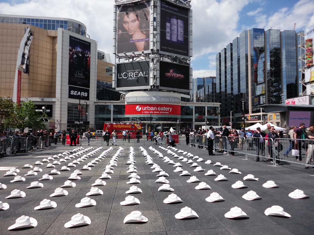 Beautiful Photos Of Yonge Dundas Square In Toronto Boomsbeat