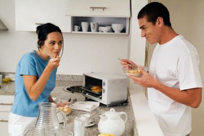Cách giảm cân nhanh hiệu quả tại nhà nhờ duy trì bữa sáng và đứng khi ăn sáng
