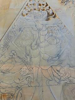 Ukiran Kayon / Gunungan dibuat dari batu alam paras jogja (Batu putih) asal Gunungkidul, Yogyakarta