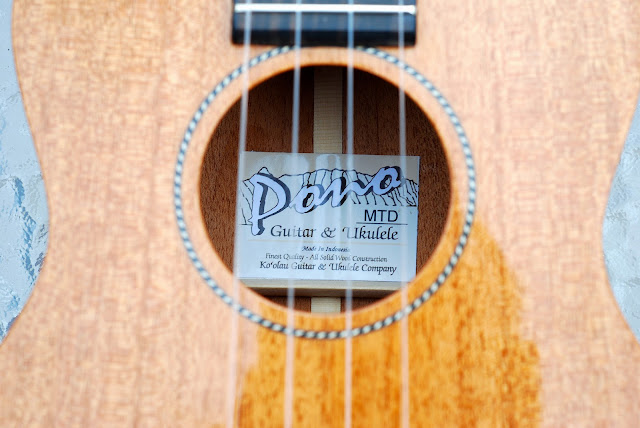 Pono MTD-E tenor ukulele label
