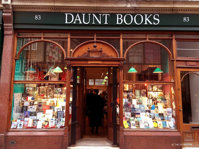 The window of a bookshop with an open door under the name: DAUNT BOOKS