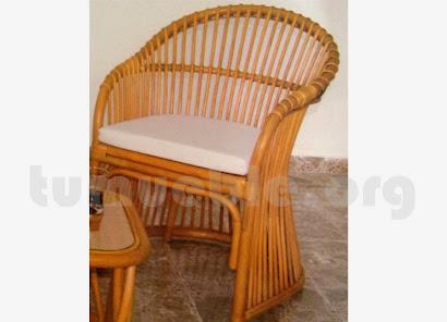 sillon con cojin hecho en caña de bambú j56