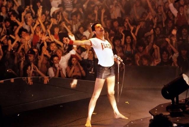 24 Fascinating Vintage Photographs of Freddie Mercury in His Short Shorts  vintage everyday